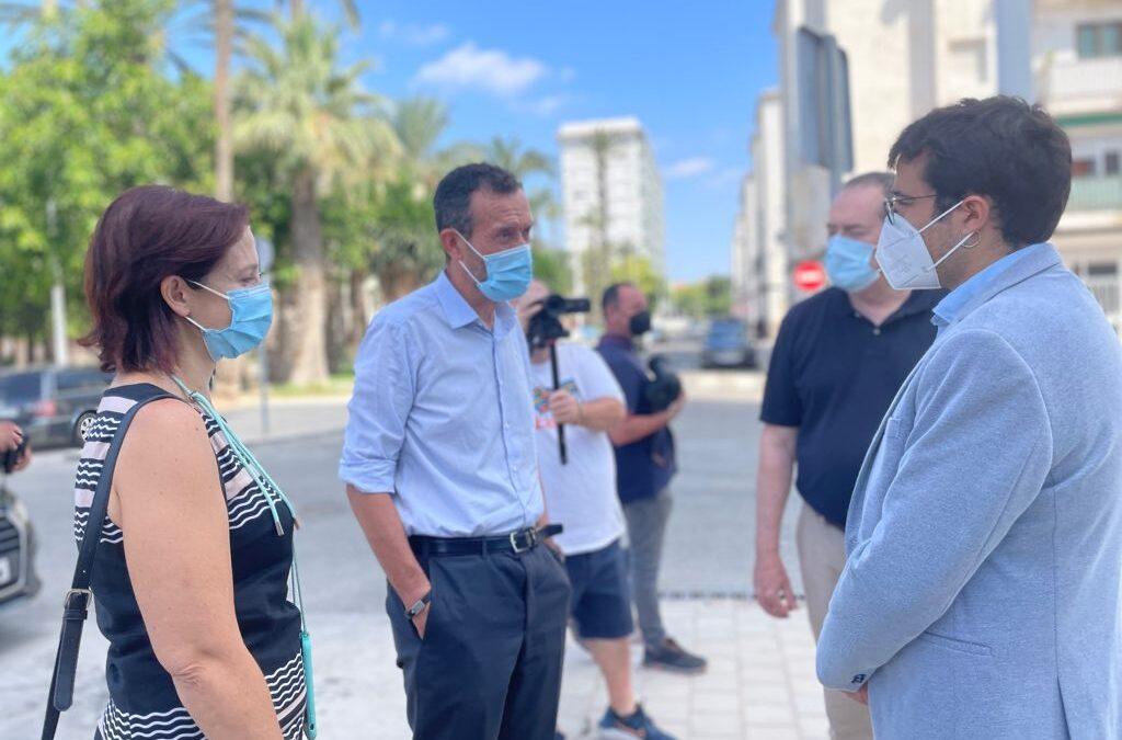 El secretari autonòmic d'habitatge visita al costat de l'alcalde d'Elx el tercer edifici de nova construcció en el Barri de Sant Antón